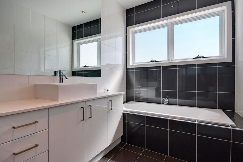badtrennw nde abtrennungen aus glas isolierglas glaserei amberger glas. Black Bedroom Furniture Sets. Home Design Ideas